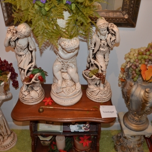 Cainsville Rd Lebanon TN Estate Auction Antique Figures |