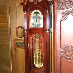 Grandfather Clocks | 5 Different Grandfather ClocksHoward Miller, Ramcraft and moreReynolds Absolute Auction