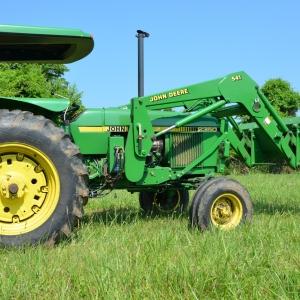 John Deere  Saundersville Ferry Auction | John Deere 2350 Tractor with 541 Loader, Bucket & Spear864 Hour  1 Owner