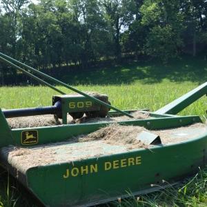 John Deere  Saundersville Ferry Auction | John Deere 609 Bush Hog Rotary Cutter